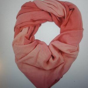Nuroo coral ombre, nursing scarf